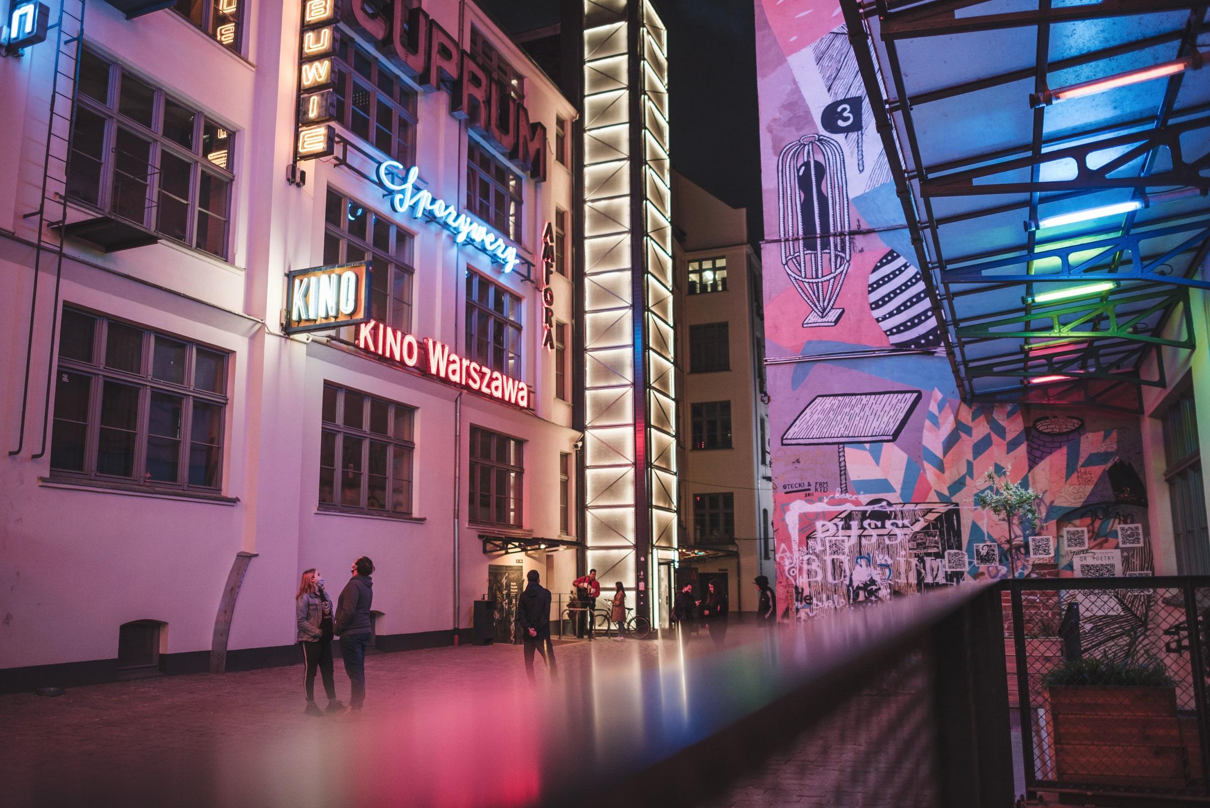 Ulica z neonami EN